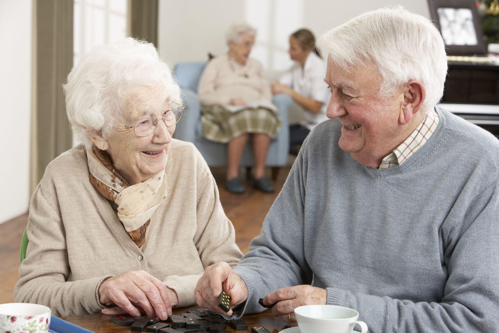 Старики любят молодых девушек 23 фотография